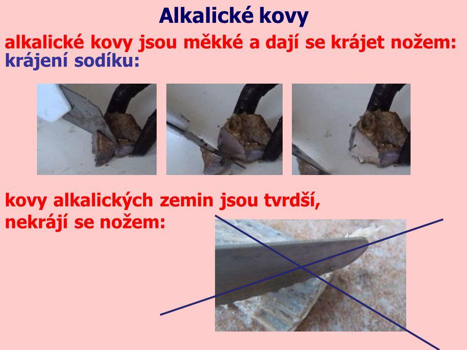 Alkalické kovy x kovy alkalických zemin 2Na + 2H 2 O2NaOH + H 2 2K + 2H 2 O2KOH + H 2 Mg + 2H 2 O → Mg(OH) 2 + H 2 Ca + 2H 2 O → Ca(OH) 2 + H 2 !jen za horka.