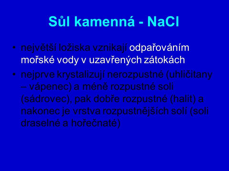Sůl kamenná - NaCl největší ložiska vznikají odpařováním mořské vody v uzavřených zátokách nejprve krystalizují nerozpustné (uhličitany – vápenec) a méně rozpustné soli (sádrovec), pak dobře rozpustné (halit) a nakonec je vrstva rozpustnějších solí (soli draselné a hořečnaté)