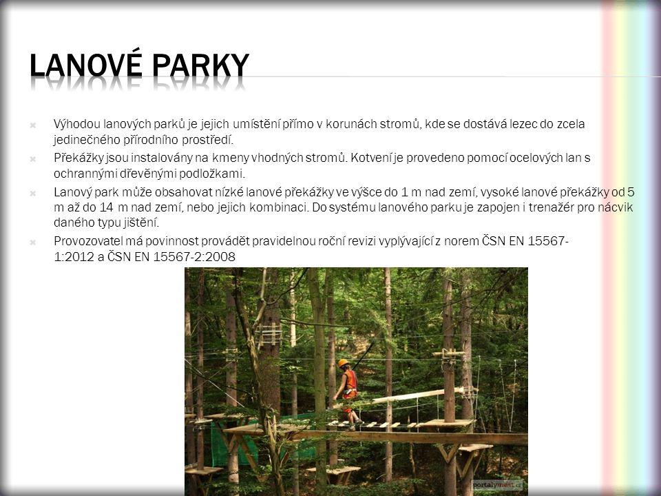  Výhodou lanových parků je jejich umístění přímo v korunách stromů, kde se dostává lezec do zcela jedinečného přírodního prostředí.  Překážky jsou i