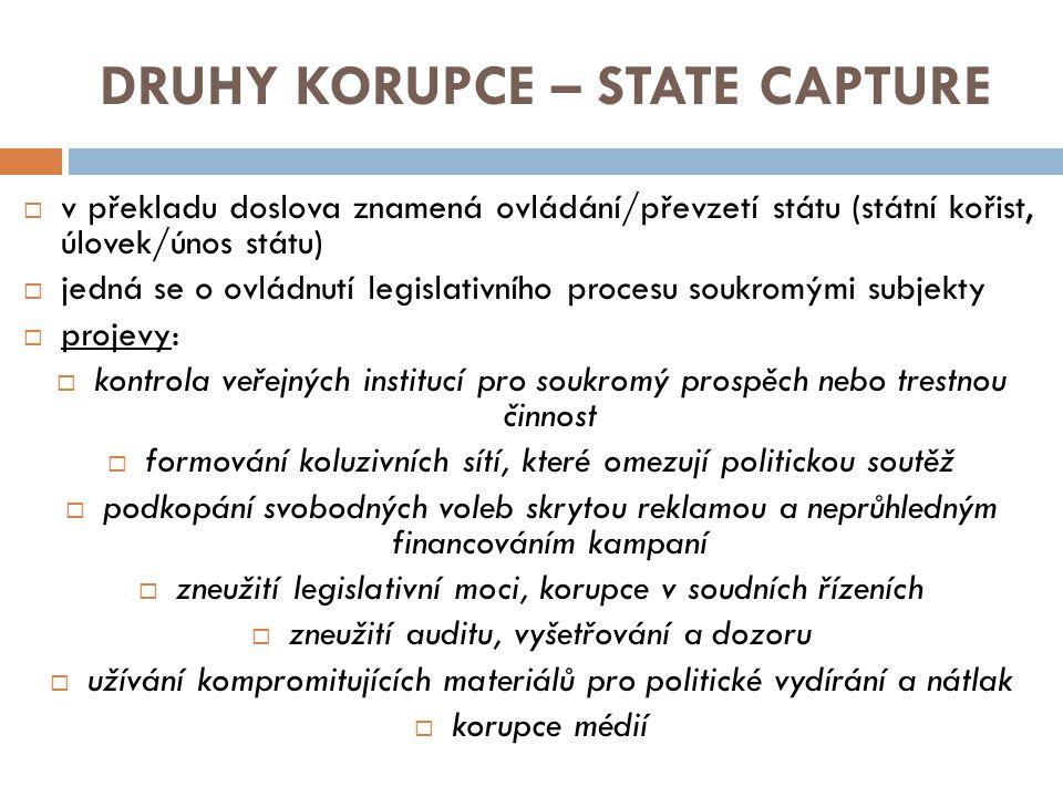 FORMY KORUPCE  korupční jednání nabývá celé řady forem - jedna forma korupce na sebe váže další a jednotlivé formy korupce se vzájemně doplňují  v mnoha případech je komplikované korupci dokázat, natož z ní někoho obvinit UPLÁCENÍ = nejrozšířenější forma korupce, má dvě strany – upláceného, kterému je nabídnut úplatek a který úplatek přijal, a uplácejícího, který úplatek nabízí, podle českého právního řádu se úplatkem rozumí určitá výhoda, která se dostává k tomu, kdo úplatek přijímá, či jiné osobě s jeho vědomím, úplatek může mít majetkovou (finanční nebo materiální prospěch, protislužba) i nemajetkovou povahu PODPLÁCENÍ = samostatný trestný čin, kterého se dopustí ten, kdo jinému (přímo osobě obstarávající věc nebo prostředníkovi) v souvislosti s obstaráním věcí obecného zájmu poskytne, nabídne nebo slíbí úplatek NEPŘÍMÉ ÚPLATKÁŘSTVÍ = dopouští se ho osoba, která žádá nebo přijme úplatek za to, že bude svým vlivem působit na výkon pravomoci veřejného činitele, nebo za to, že tak již učinil, dále ten, kdo z tohoto důvodu takový úplatek poskytne, nabídne nebo slíbí