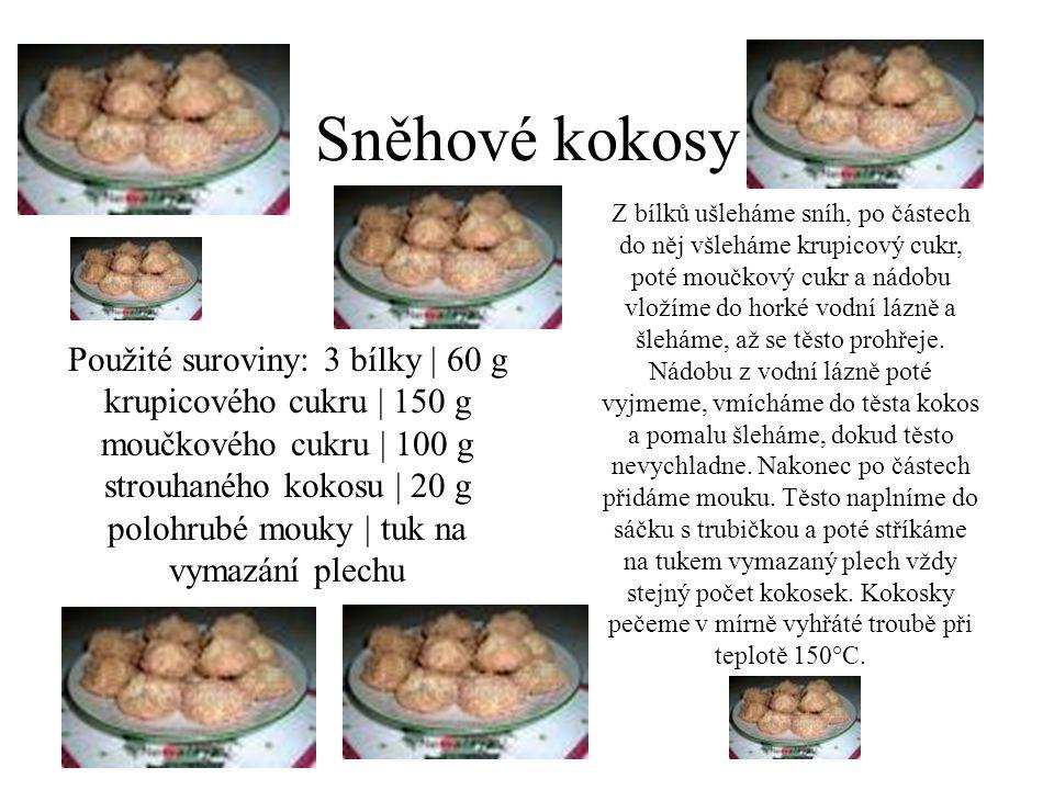 Sněhové kokosy Použité suroviny: 3 bílky | 60 g krupicového cukru | 150 g moučkového cukru | 100 g strouhaného kokosu | 20 g polohrubé mouky | tuk na