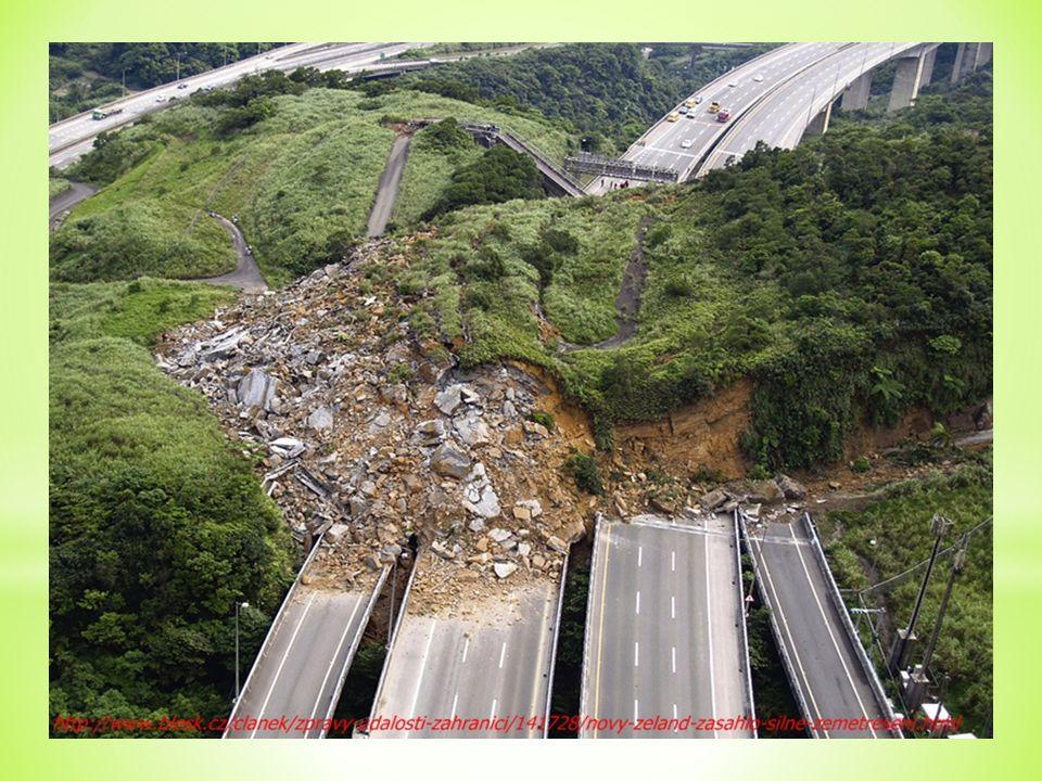 … SEISMOGRAF přístroj, který zaznamenává sílu zemětřesení
