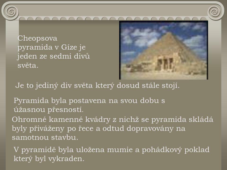 Cheopsova pyramida v Gíze je jeden ze sedmi divů světa. Je to jediný div světa který dosud stále stojí. Pyramida byla postavena na svou dobu s úžasnou