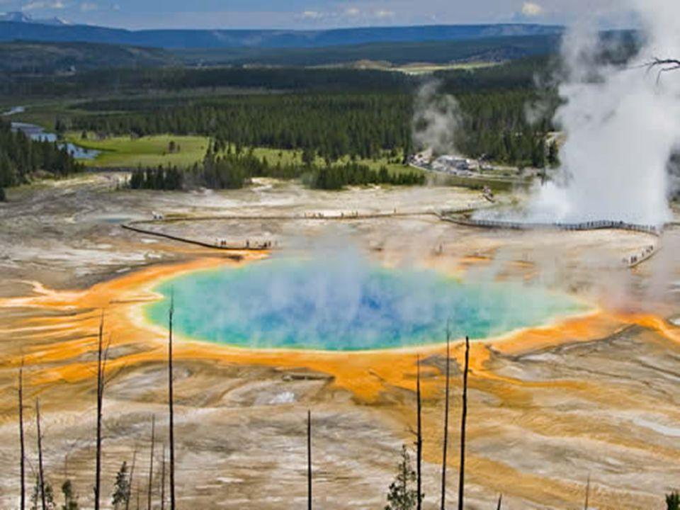Grand Prismatic Spring je největší horký pramen na světě.