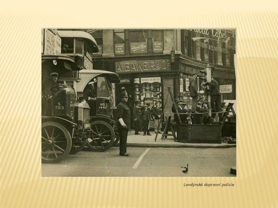 První kempingová auta