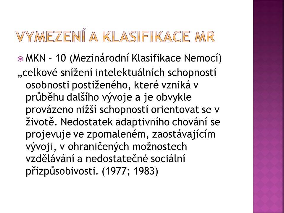 """ MKN – 10 (Mezinárodní Klasifikace Nemocí) """"celkové snížení intelektuálních schopností osobnosti postiženého, které vzniká v průběhu dalšího vývoje a"""