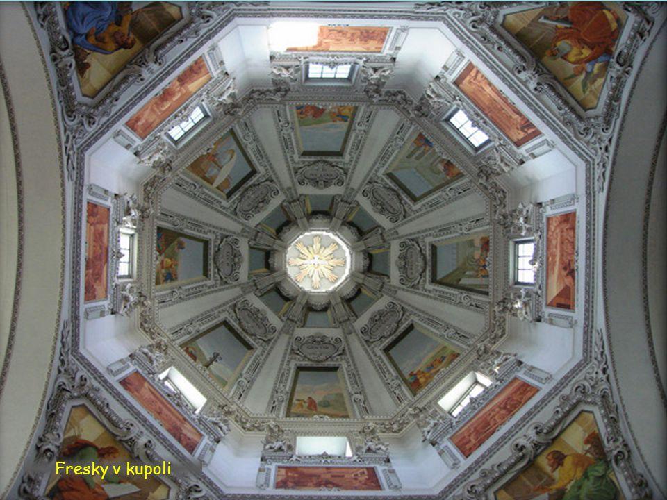 Délka lodi: 101 m Délka příčné lodi: 68 m Výška: 32 m Kopule Výška: 79 m 11 oltářů Prostor pro 10.000 lidí