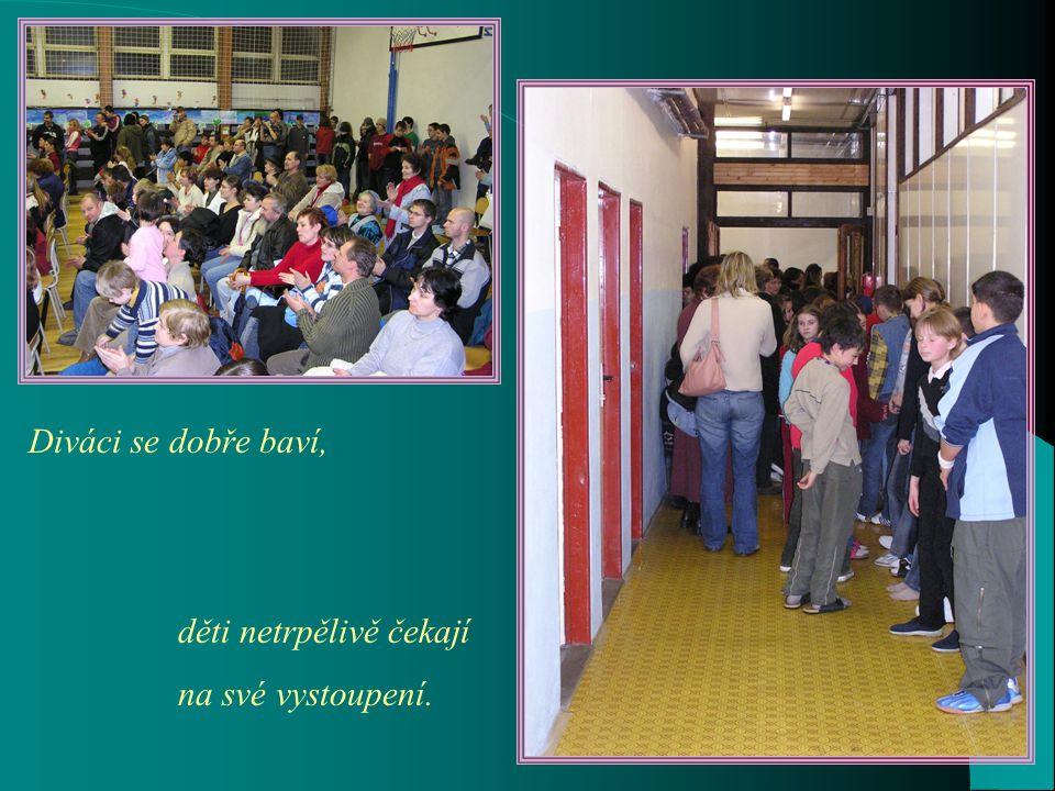 Snahu dětí pomoci svým vrstevníkům v postižené oblasti ocenili svou účastí i oficiální představitelé – senátor a starosta Teplic pan Kubera a starosta i místostarosta Novosedlic.
