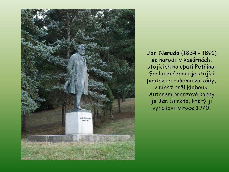 Karel Hynek Mácha (1810 – 1836), český básník, narozený pod Petřínem. Bronzová socha, která se pravou rukou, ve které drží pero, opírá o zídku s otevř