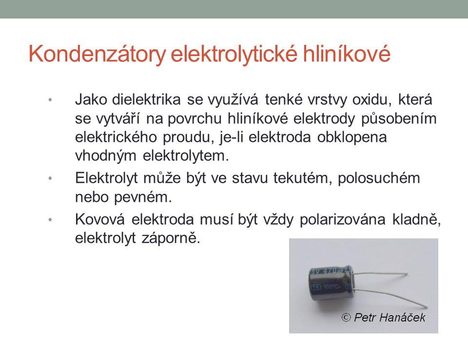 Kondenzátory elektrolytické hliníkové Jako dielektrika se využívá tenké vrstvy oxidu, která se vytváří na povrchu hliníkové elektrody působením elektr