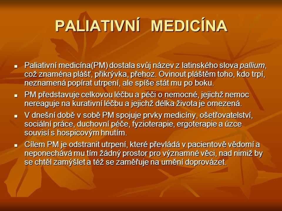 PALIATIVNÍ MEDICÍNA Paliativní medicína(PM) dostala svůj název z latinského slova pallium, což znaména plášť, přikrývka, přehoz. Ovinout pláštěm toho,