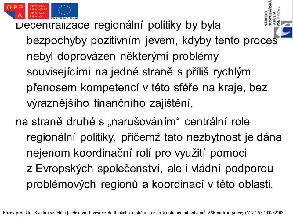 """Decentralizace regionální politiky by byla bezpochyby pozitivním jevem, kdyby tento proces nebyl doprovázen některými problémy souvisejícími na jedné straně s příliš rychlým přenosem kompetencí v této sféře na kraje, bez výraznějšího finančního zajištění, na straně druhé s """"narušováním centrální role regionální politiky, přičemž tato nezbytnost je dána nejenom koordinační rolí pro využití pomoci z Evropských společenství, ale i vládní podporou problémových regionů a koordinací v této oblasti."""