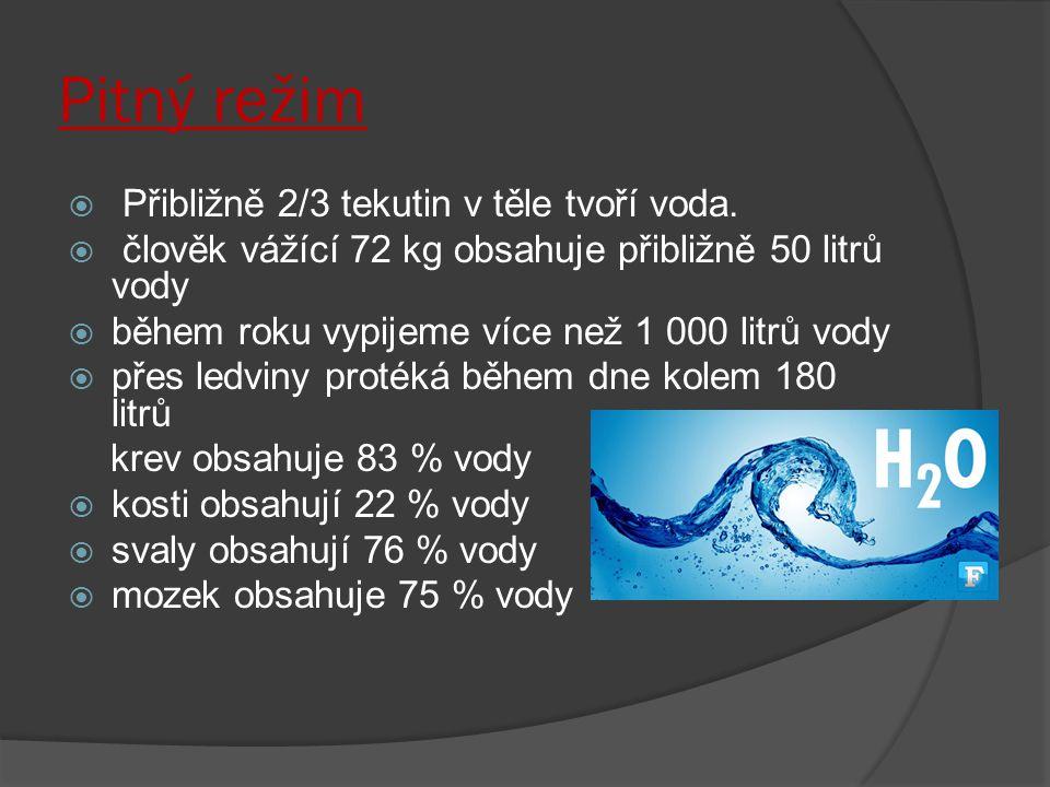 Pitný režim  Přibližně 2/3 tekutin v těle tvoří voda.  člověk vážící 72 kg obsahuje přibližně 50 litrů vody  během roku vypijeme více než 1 000 lit