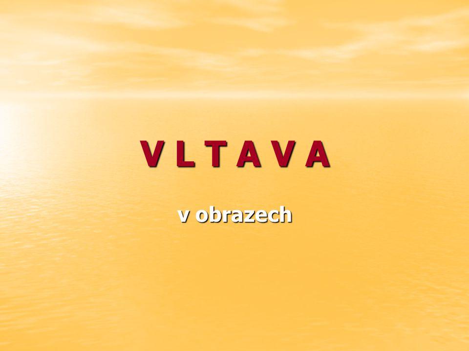 Za Hlubokou nad Vltavou se hladina Vltavy postupně vzdouvá a plynule vtéká do soustavy Vltavských kaskád.