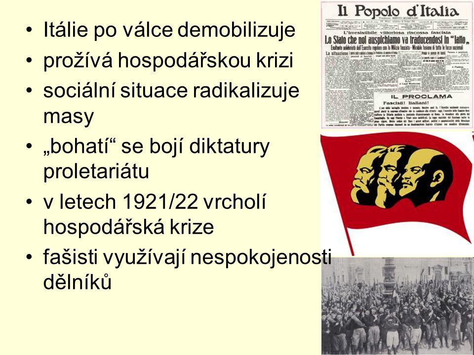 """Itálie po válce demobilizuje prožívá hospodářskou krizi sociální situace radikalizuje masy """"bohatí se bojí diktatury proletariátu v letech 1921/22 vrcholí hospodářská krize fašisti využívají nespokojenosti dělníků"""