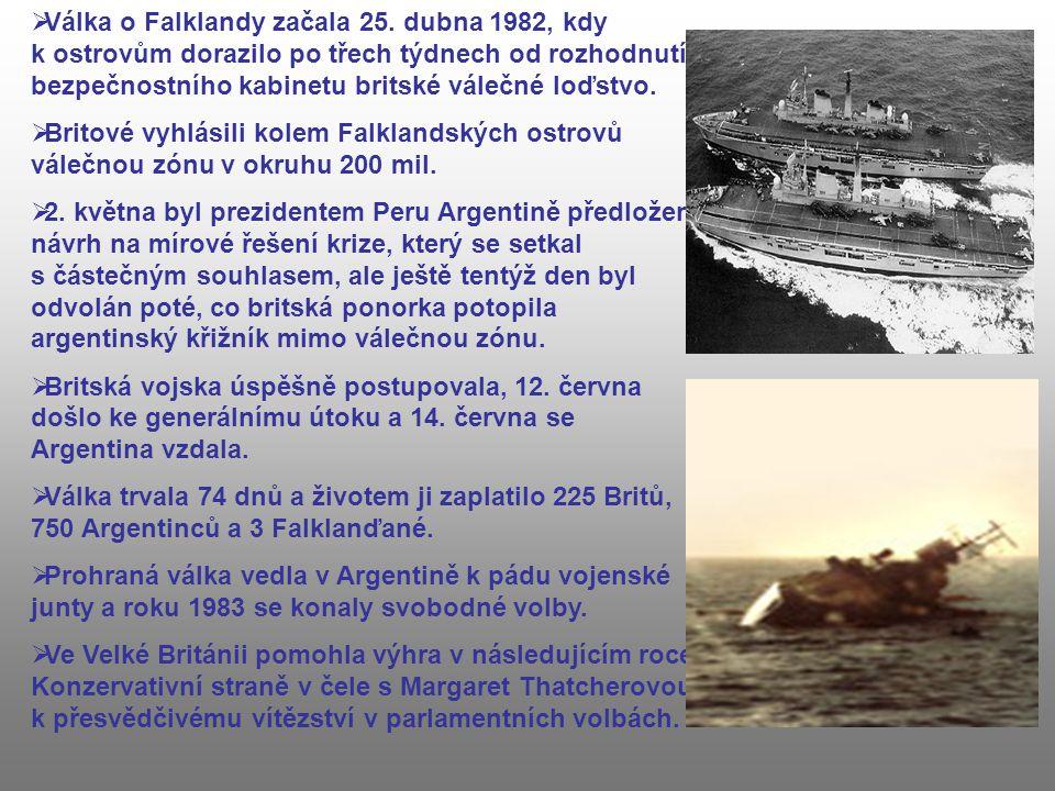  Válka o Falklandy začala 25. dubna 1982, kdy k ostrovům dorazilo po třech týdnech od rozhodnutí bezpečnostního kabinetu britské válečné loďstvo.  B