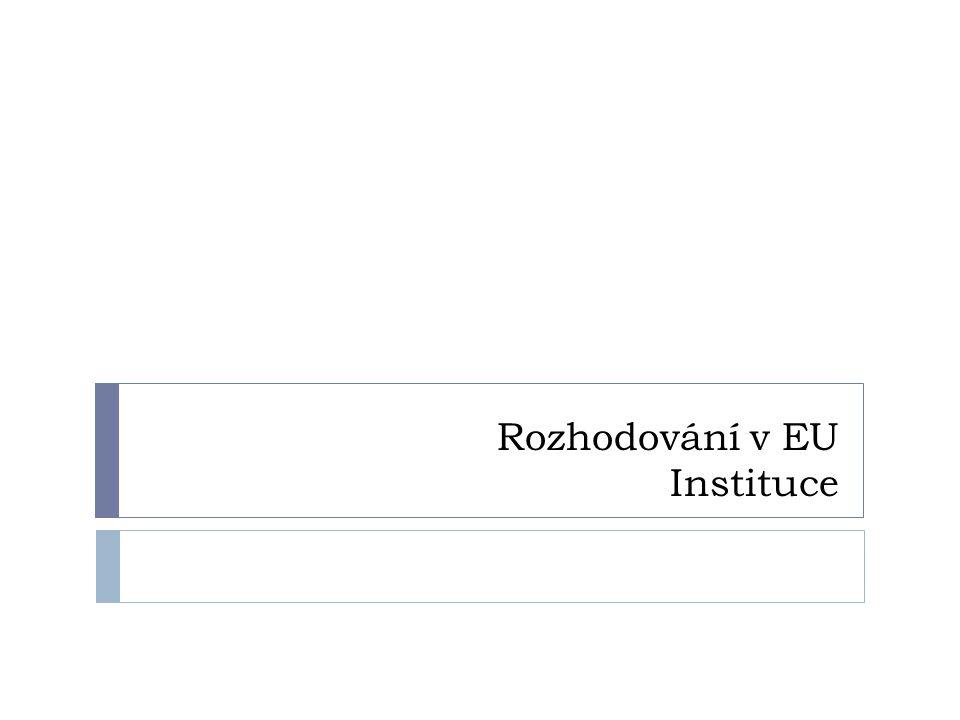 Úvod  Cíl: představit systém nadnárodního hlasování  Systém tvorby legislativy (mezinárodní organizace x nadnárodní organizace, sdílená suverenita)  27 zemí, HMU – složitý systém rozhodování a institucionálního rámce ES (posilování většinového rozhodování na úkor jednomyslného, systém kvalifikované většiny)  Blokační menšina pro blokování rozhodnutí  Malé státy x velké státy (Německo x Malta) – kritéria hlasování + zapojení více institucí do procesu hlasování  Jasná a srozumitelná pravidla rozhodování
