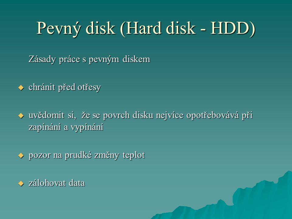 Pevný disk (Hard disk - HDD) Zásady práce s pevným diskem  chránit před otřesy  uvědomit si, že se povrch disku nejvíce opotřebovává při zapínání a