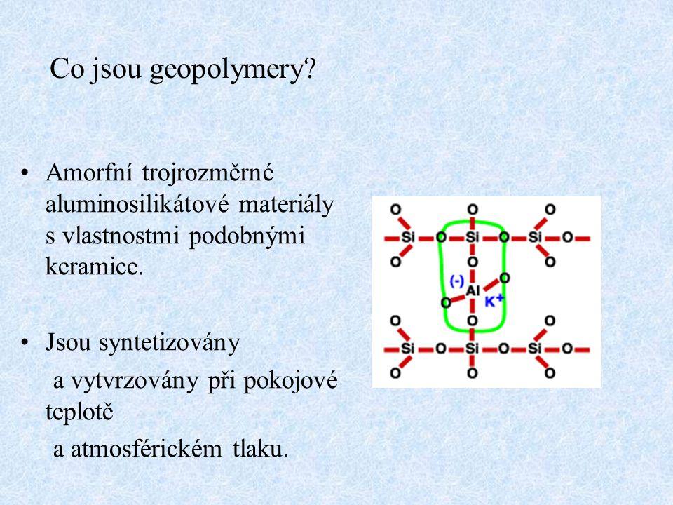 Co jsou geopolymery? Amorfní trojrozměrné aluminosilikátové materiály s vlastnostmi podobnými keramice. Jsou syntetizovány a vytvrzovány při pokojové