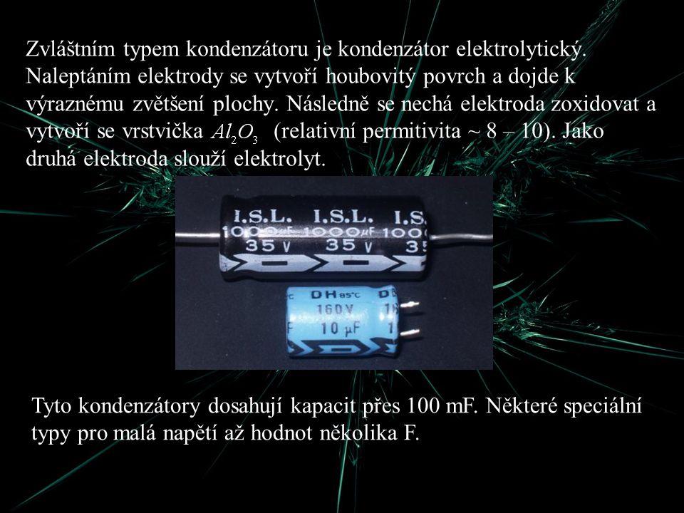 Zvláštním typem kondenzátoru je kondenzátor elektrolytický. Naleptáním elektrody se vytvoří houbovitý povrch a dojde k výraznému zvětšení plochy. Násl