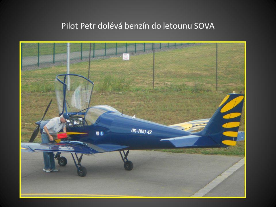 Vyjetí-vytlačení letadel typu ZLÍN a SOVA z hangáru a jejich příprava pro lety