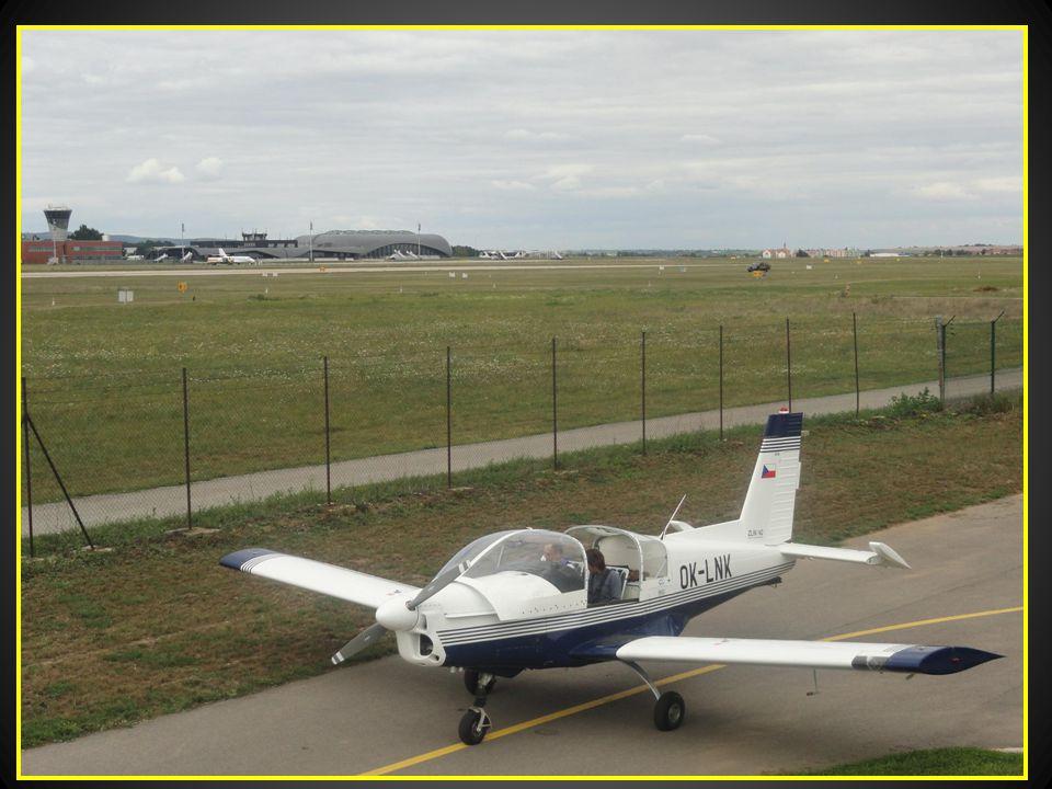 Poslední pokyny instruktora -pilota před pilotním výcvikem