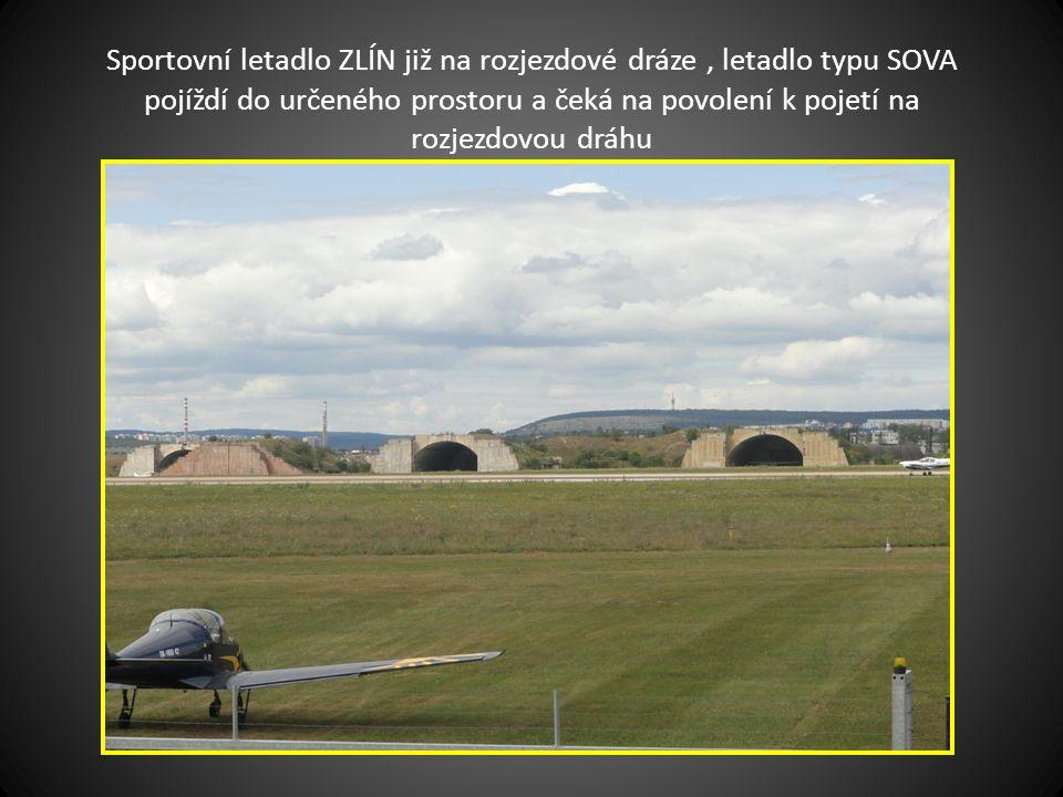 Pojíždění letounu SOVA do areálu Mezinárodního letiště v Tuřanech