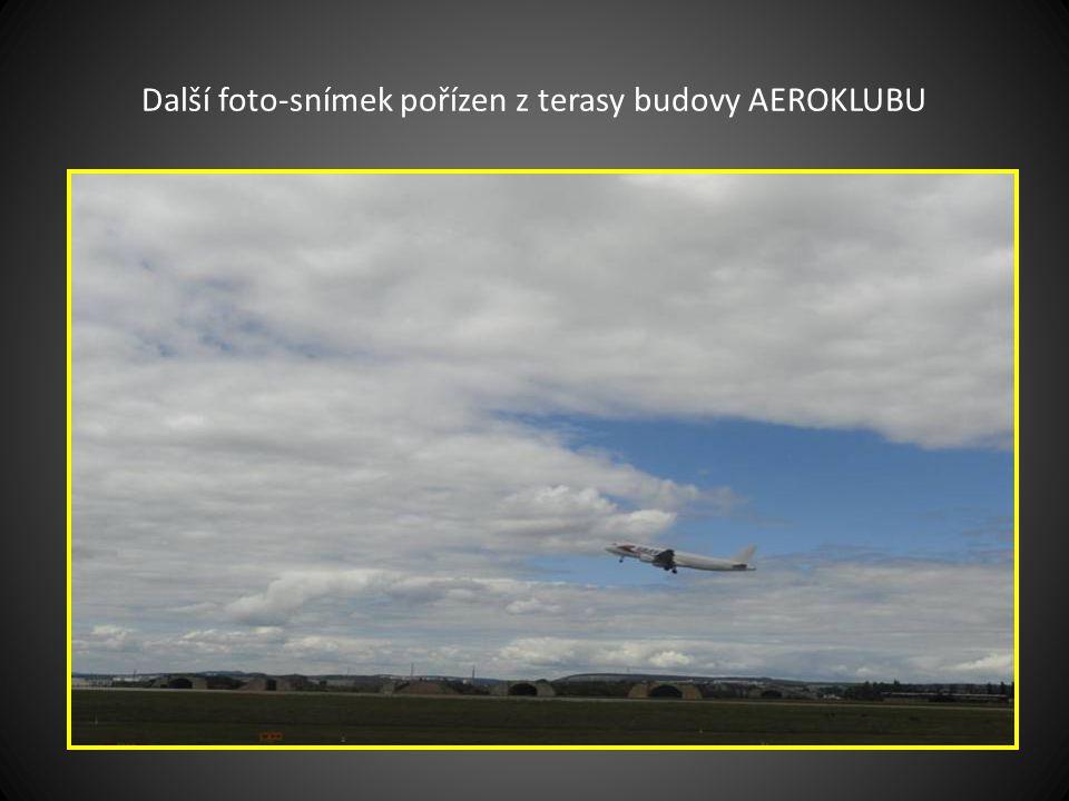 Snímek pořízen při vzlétnutí letadla BOEING