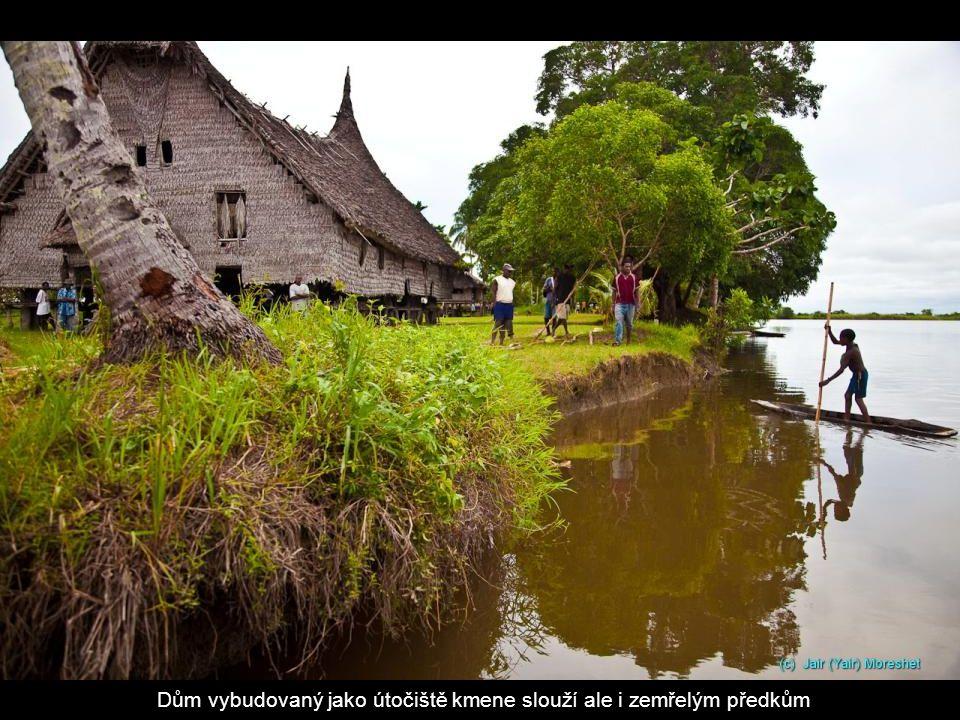 Vesnice kmene Kabriman u jezera Černé vody