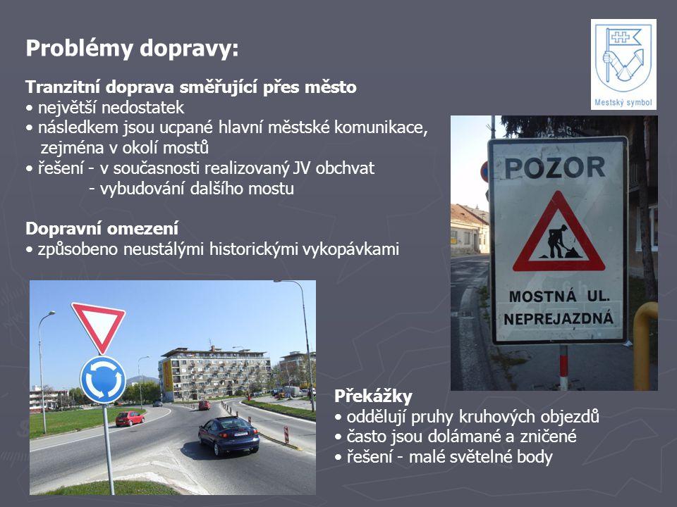 Problémy dopravy: Tranzitní doprava směřující přes město největší nedostatek následkem jsou ucpané hlavní městské komunikace, zejména v okolí mostů ře