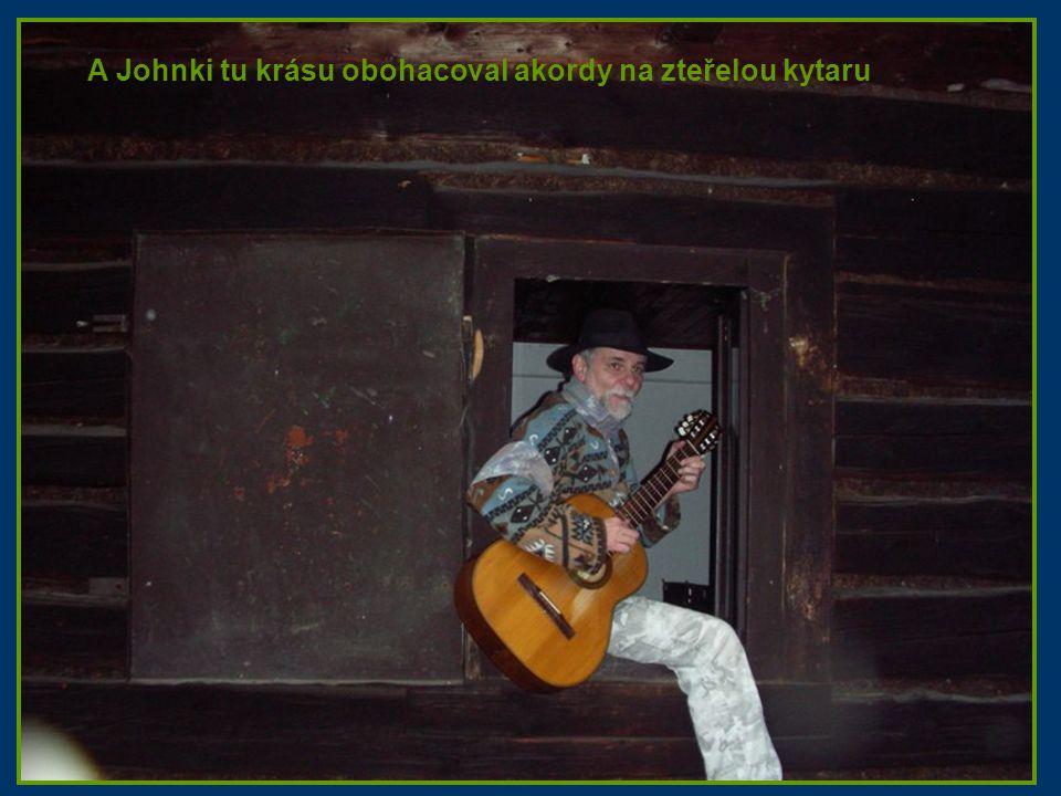 A Johnki tu krásu obohacoval akordy na zteřelou kytaru