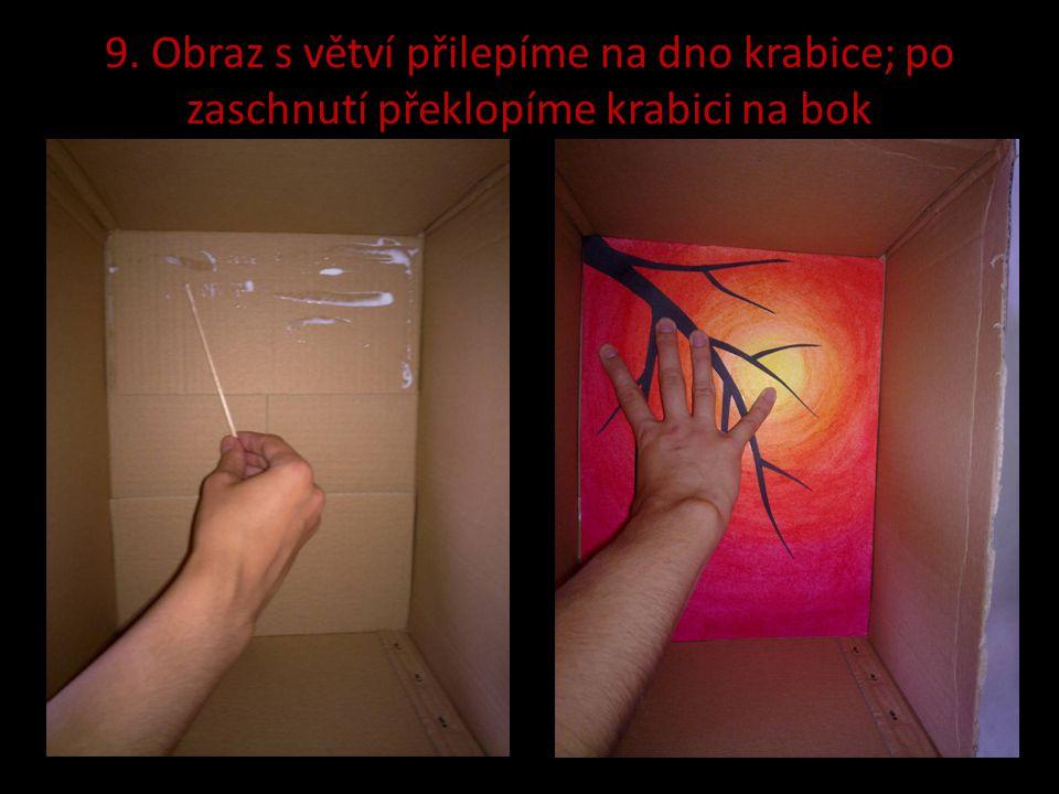 9. Obraz s větví přilepíme na dno krabice; po zaschnutí překlopíme krabici na bok