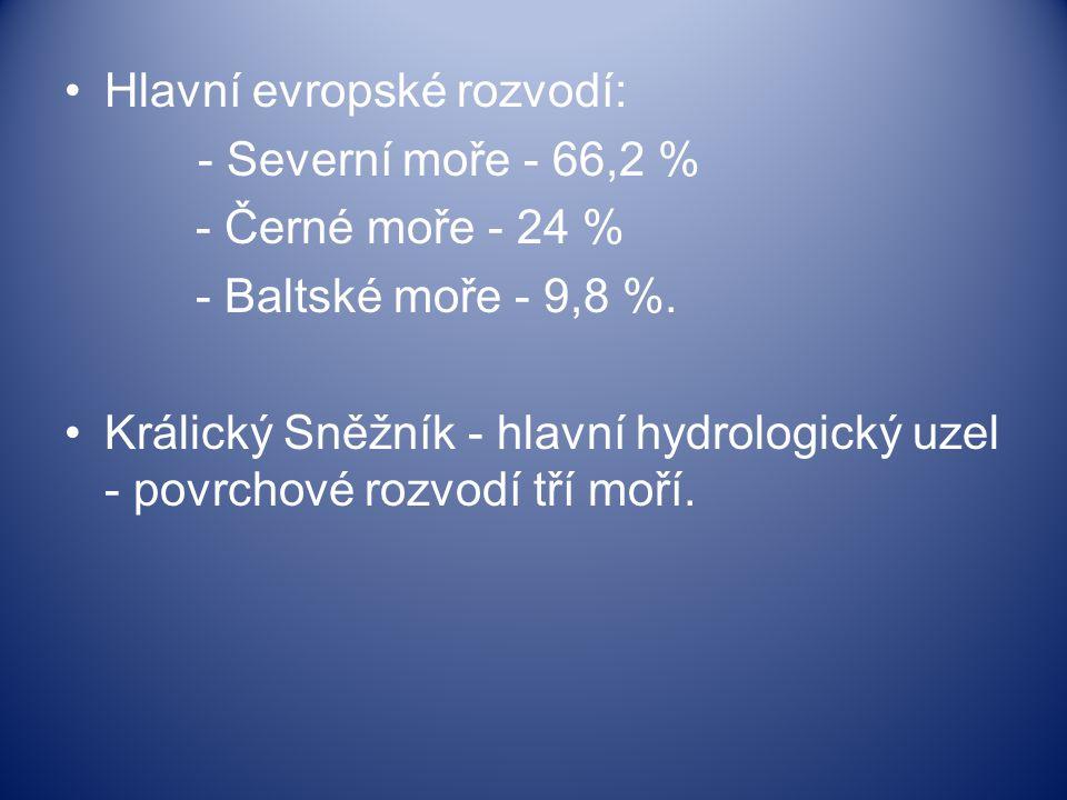 Hlavní evropské rozvodí: - Severní moře - 66,2 % - Černé moře - 24 % - Baltské moře - 9,8 %. Králický Sněžník - hlavní hydrologický uzel - povrchové r