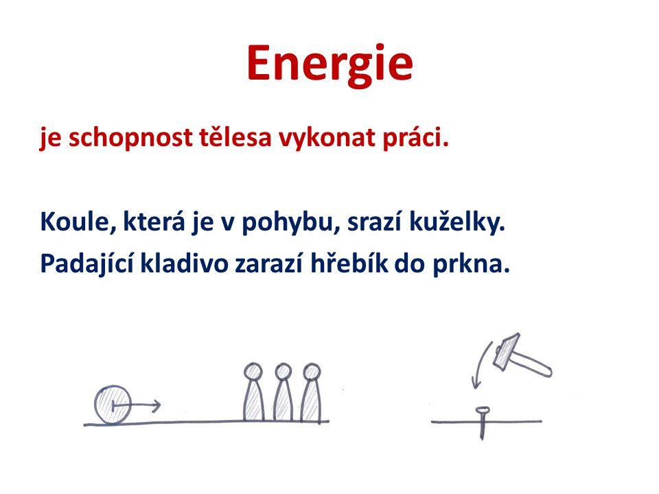 Energie je schopnost tělesa vykonat práci. Koule, která je v pohybu, srazí kuželky.