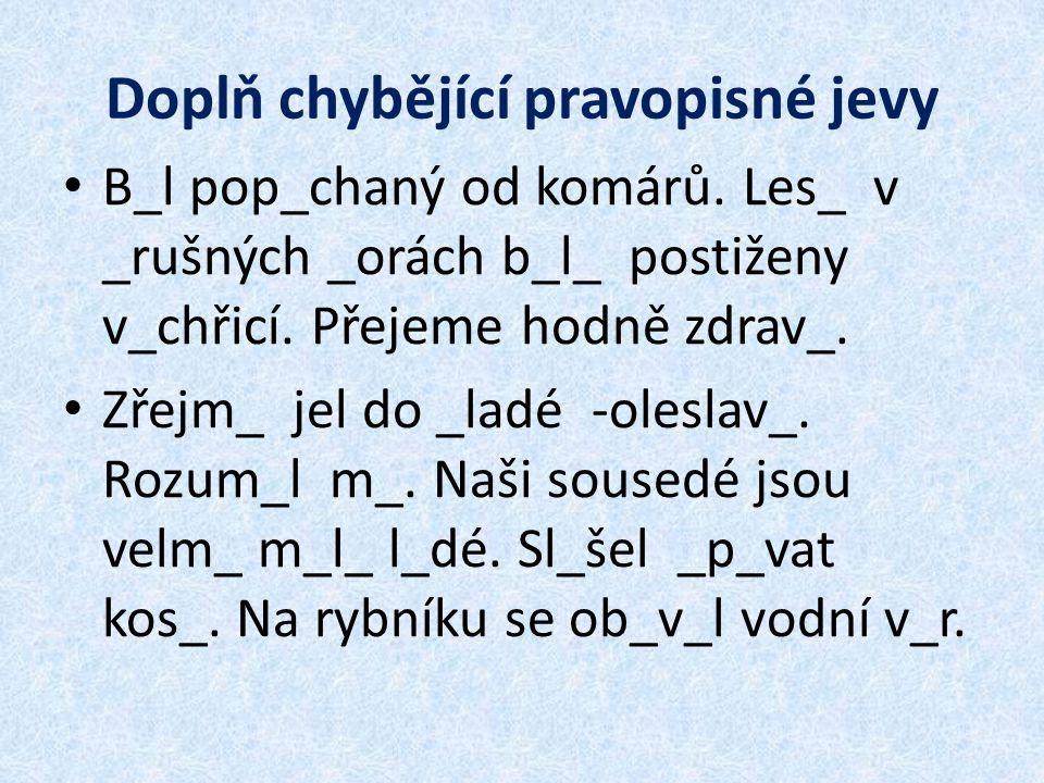 Doplň chybějící pravopisné jevy B_l pop_chaný od komárů.