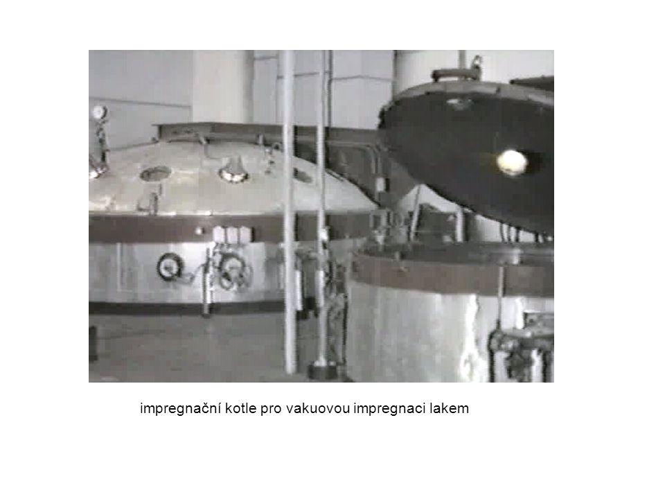 - Impregnace bezrozpustidlovými impregnanty ( laky, zalévací pryskyřice ) 100 % sušiny (bez těkavé složky), schnutí polymerací, bez řízené evaporace, lze jednorázově vyplnit dutiny TEP - t, produktivita,Q, energie skladovatelnost, cena impregnantů postupy při impregnaci - všechny předchozí ( kromě máčení při p n, θ M > θ n ) - specifické další impregnace zakapáváním při p n - velmi rozšířený způsob ( všechny druhy výrob, menší stroje, cívky přístr...