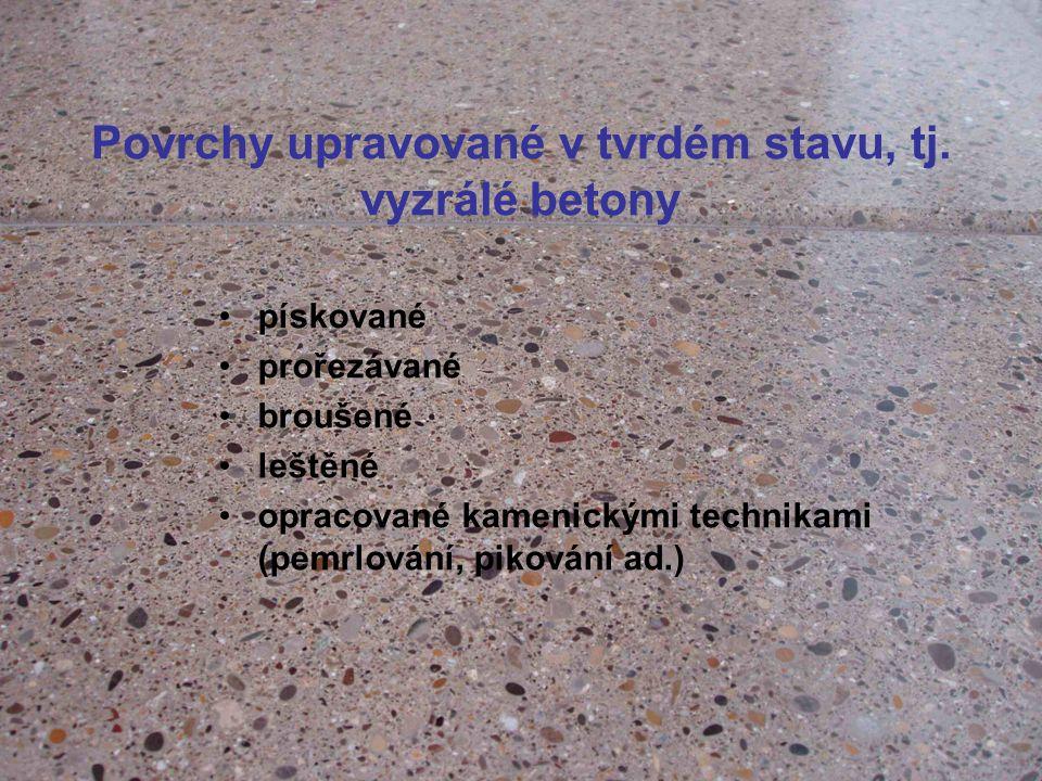 Povrchy upravované v tvrdém stavu, tj. vyzrálé betony pískované prořezávané broušené leštěné opracované kamenickými technikami (pemrlování, pikování a