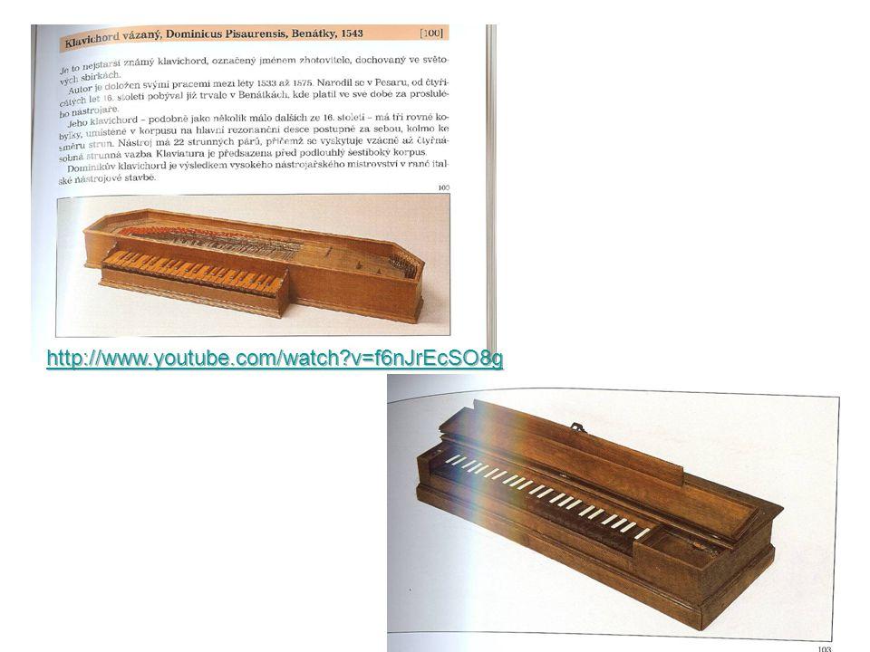 """""""Bratranec dědy CEMBALO – vzniklo zhruba současně s klavichordem, jeho otcem je """"psalterium (cimbálový nástroj starého původu)."""