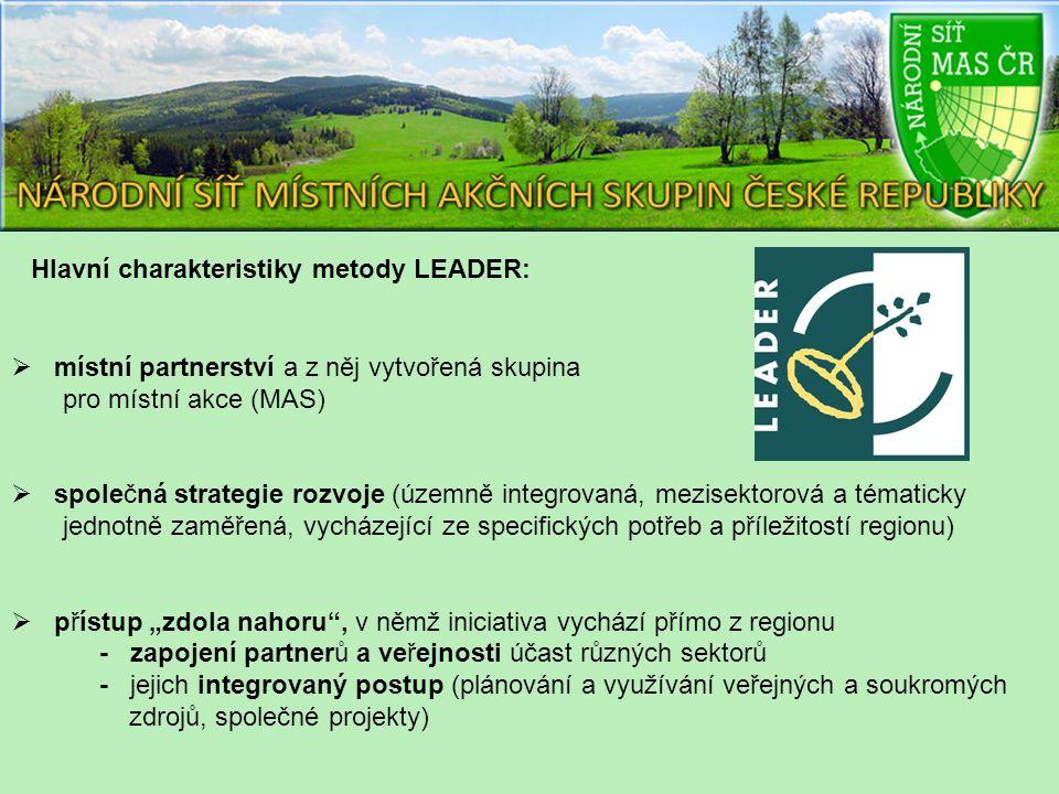 """ místní partnerství a z něj vytvořená skupina pro místní akce (MAS)  společná strategie rozvoje (územně integrovaná, mezisektorová a tématicky jednotně zaměřená, vycházející ze specifických potřeb a příležitostí regionu)  přístup """"zdola nahoru , v němž iniciativa vychází přímo z regionu - zapojení partnerů a veřejnosti účast různých sektorů - jejich integrovaný postup (plánování a využívání veřejných a soukromých zdrojů, společné projekty) Hlavní charakteristiky metody LEADER:"""