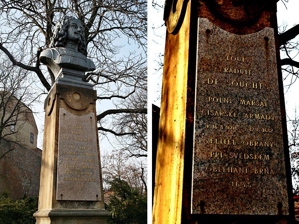 """Onderkův Wolkenkratzer in Sicht, im Hintergrund Pálava (Húgel) """"Onderkův mrakodrap , Výhon (kopec mezi Židlochovicemi a Blučinou), Pálava."""