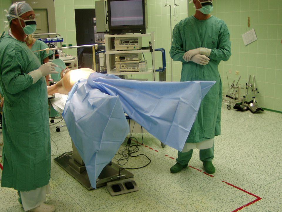 Jednorázové rouškování Laparoskopická sada Laparoskopická sada 1 x nepropustná podložka 2 x návlek na končetiny 1 x laparoskopická rouška 2 x Dinafix
