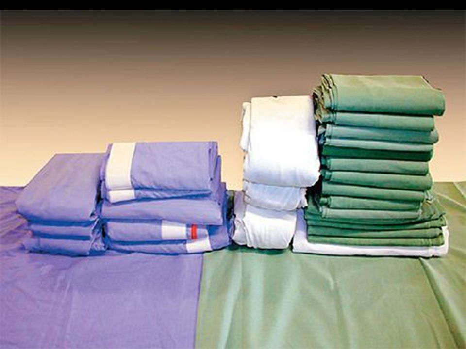  Jednorázové roušky jsou vyrobeny z několika vrstev : z několika vrstev :  první je z netkaného textilu s vysokou absorpční schopností  Druhá z nepropustné polyetylenové folie vytvářející bariéru  třetí z polypropylenu zajišťující komfort pro pacienta.