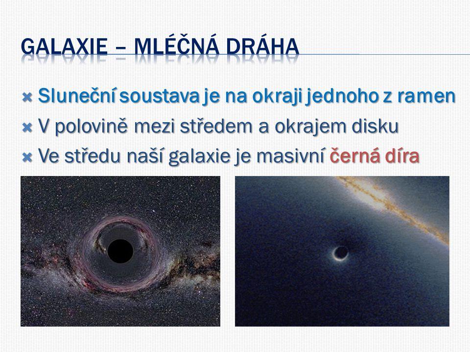  Sluneční soustava je na okraji jednoho z ramen  V polovině mezi středem a okrajem disku  Ve středu naší galaxie je masivní černá díra