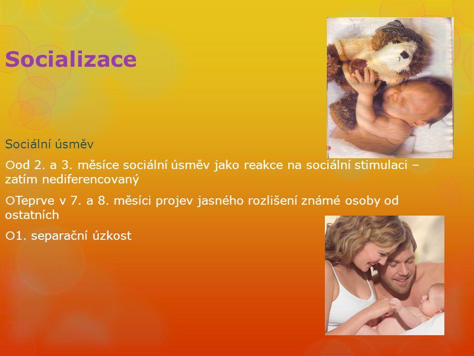 Socializace Sociální úsměv  od 2. a 3. měsíce sociální úsměv jako reakce na sociální stimulaci – zatím nediferencovaný  Teprve v 7. a 8. měsíci proj