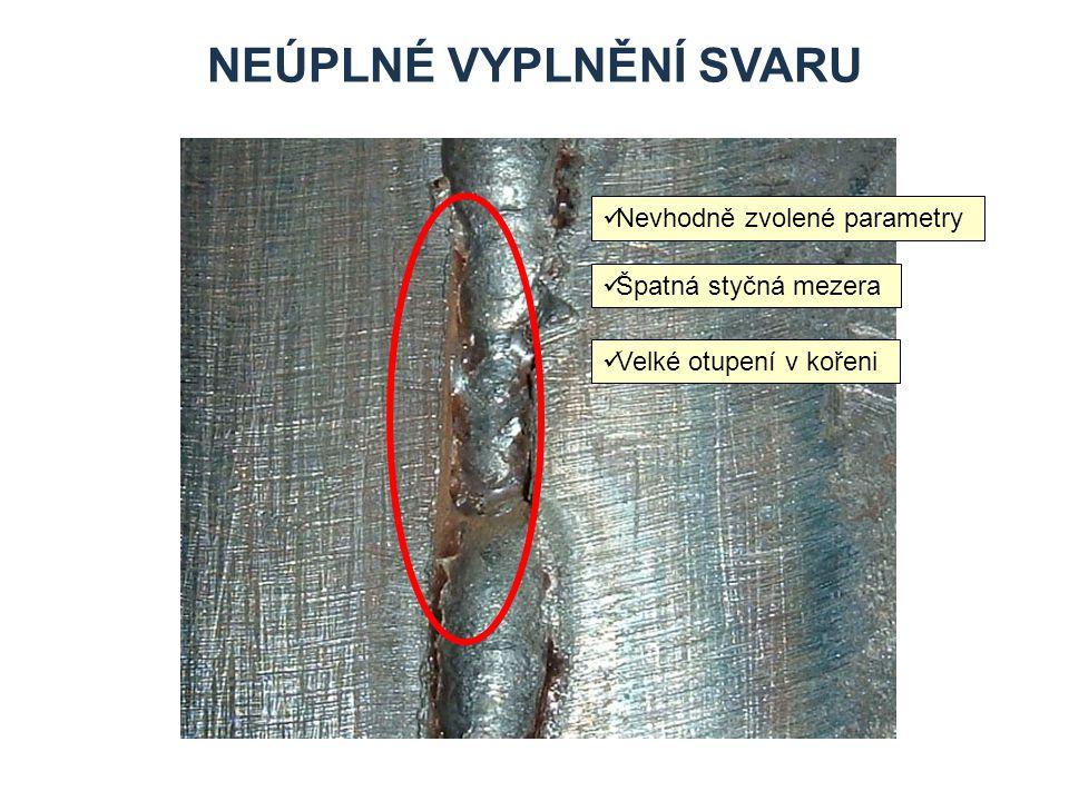 VRUBY V KOŘENI SVARU Příčiny vzniku: Nevhodné parametry Nezvládnuté napojení svaru Nevhodná styčná mezera Nevhodné otupení v kořeni
