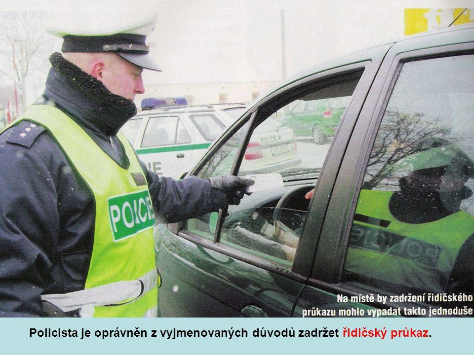 Policista je oprávněn z vyjmenovaných důvodů zadržet řidičský průkaz.
