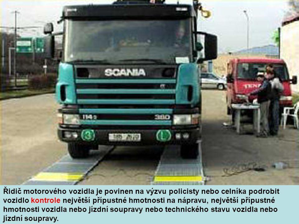 Na pozemní komunikaci o dvou nebo více jízdních pruzích vyznačených na vozovce v jednom směru jízdy nesmí řidič nákladního automobilu o celkové hmotnosti převyšující 3 500 kg, jízdní soupravy, jejíž celková délka přesahuje 7 m, zvláštního motorového vozidla a motocyklu s nejvyšší povolenou rychlostí do 45 km.h-1 užít k jízdě jízdního pruhu nejbližšího k levému okraji vozovky, pokud to není nutné k objíždění, otáčení a odbočování.