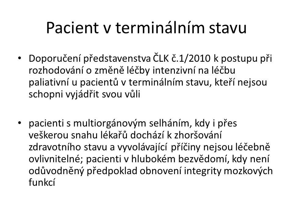 Pacient v terminálním stavu Doporučení představenstva ČLK č.1/2010 k postupu při rozhodování o změně léčby intenzivní na léčbu paliativní u pacientů v terminálním stavu, kteří nejsou schopni vyjádřit svou vůli pacienti s multiorgánovým selháním, kdy i přes veškerou snahu lékařů dochází k zhoršování zdravotního stavu a vyvolávající příčiny nejsou léčebně ovlivnitelné; pacienti v hlubokém bezvědomí, kdy není odůvodněný předpoklad obnovení integrity mozkových funkcí
