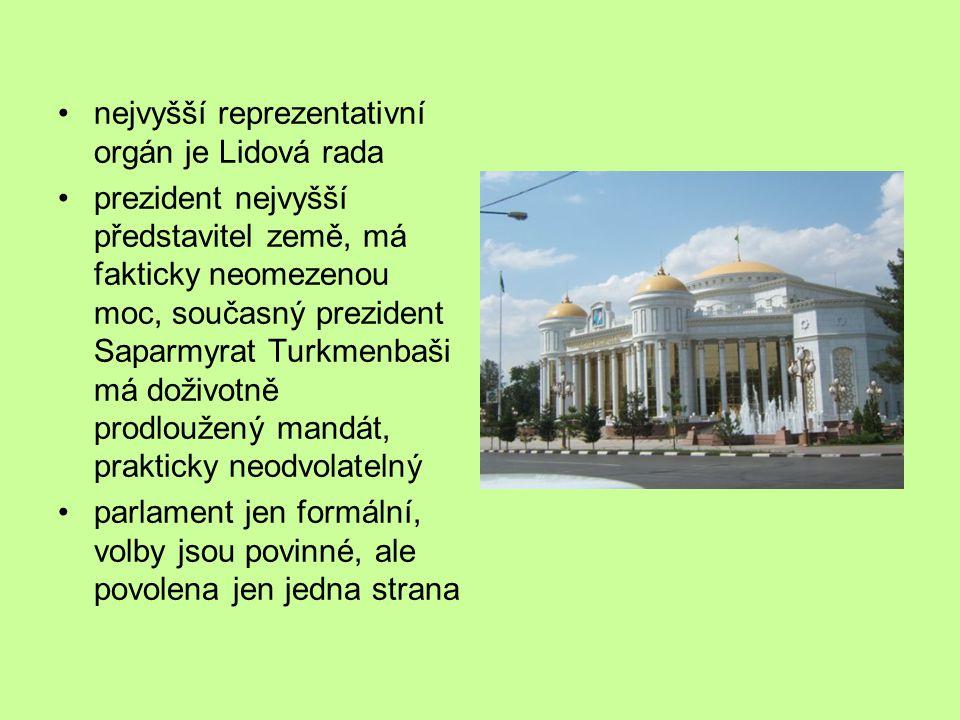 nejvyšší reprezentativní orgán je Lidová rada prezident nejvyšší představitel země, má fakticky neomezenou moc, současný prezident Saparmyrat Turkmenbaši má doživotně prodloužený mandát, prakticky neodvolatelný parlament jen formální, volby jsou povinné, ale povolena jen jedna strana
