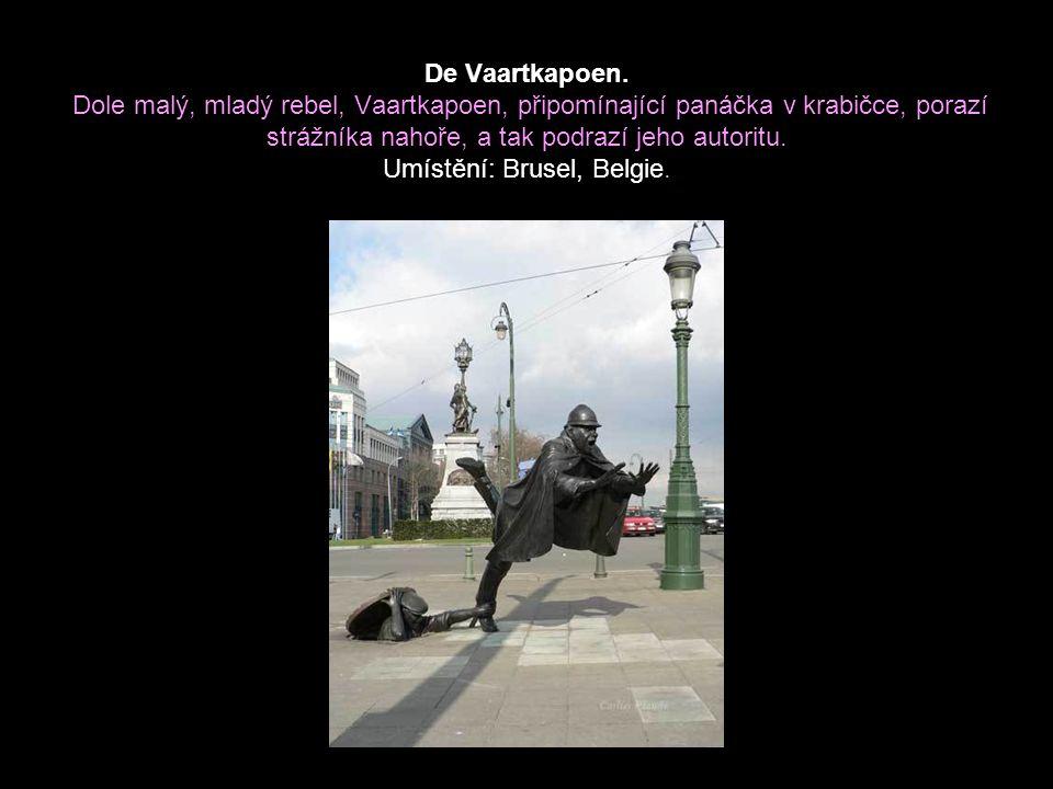 Dáma s kloboukem. Dáma nebojácně počítá své peníze v oblasti Bruselu, která je proslulá svými kapsáři. Umístění: Brusel, Belgie.